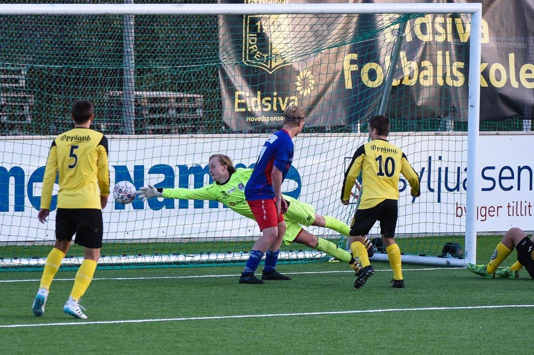Sander Harefallet setter inn 2-1 målet.